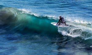 hacer surf en España