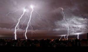 Consejos para protegerte de una tormenta eléctrica