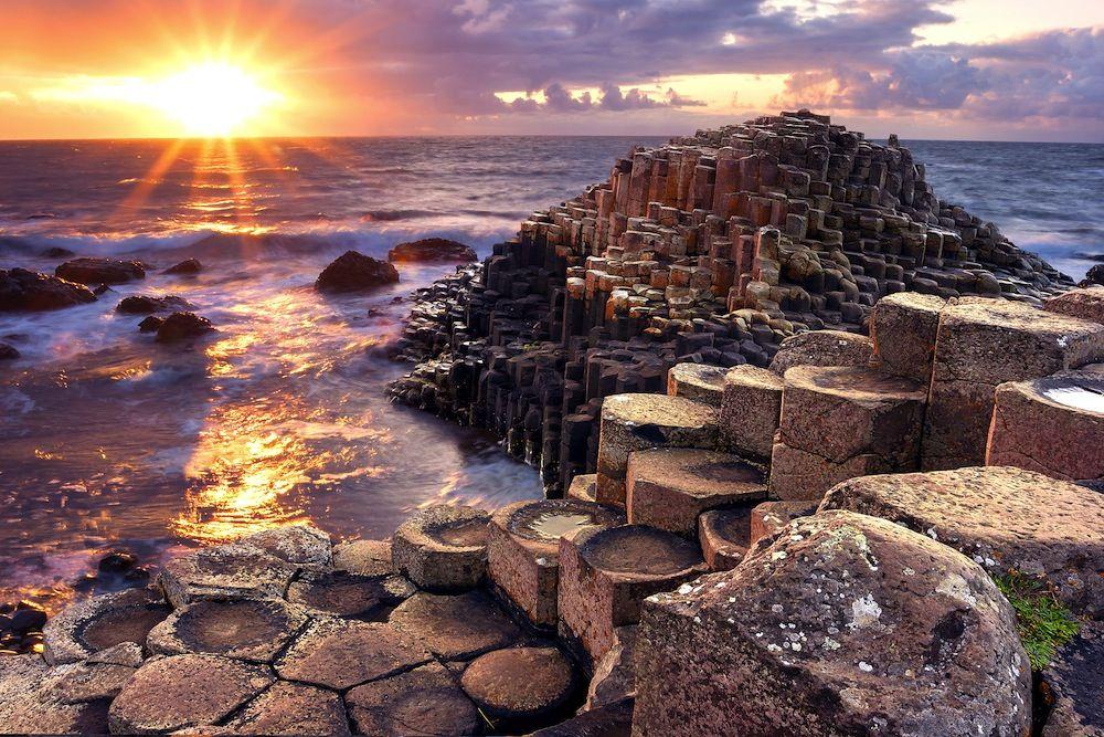 Calzada de los gigantes, acantilados costeros de Europa (Irlanda del Norte)