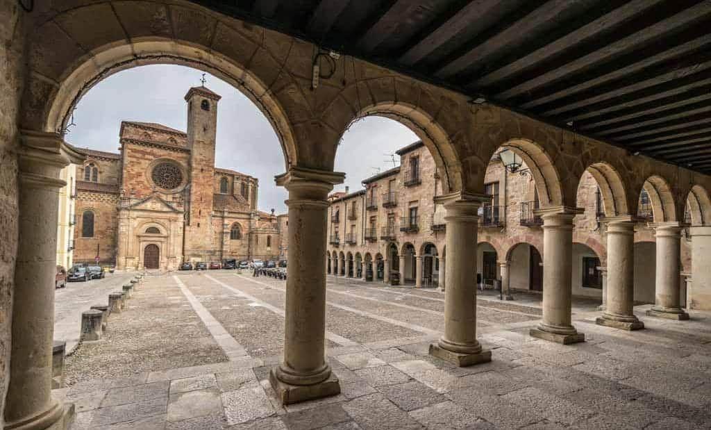 Murales de la plaza mayor de Sigüenza