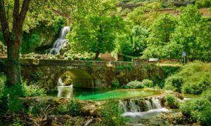 Orbaneja del Castillo, un pueblo en Burgos atravesado por cascadas