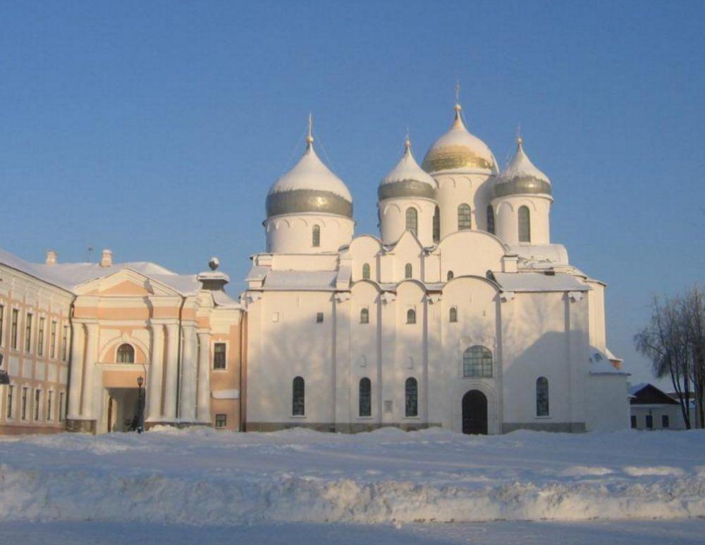 catedral de rusia cubierta de nieve