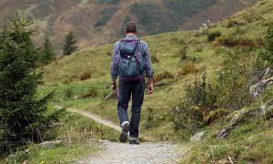 Consejos para hacer senderismo y visitar pueblos con encanto