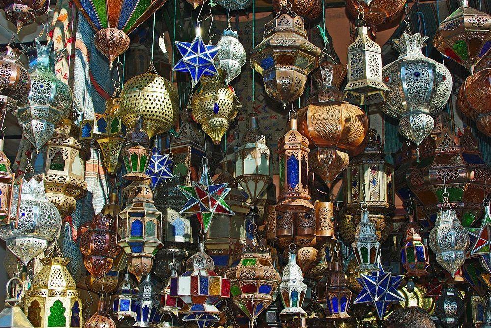 Farolillos de metal típicos de Marrakech