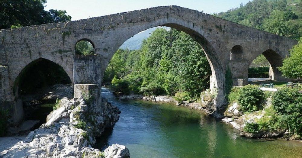 Puente romano sobre el río Sella