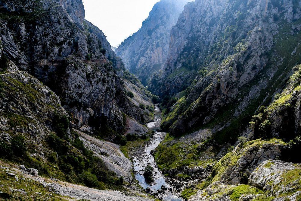 La ruta del cares es una de las rutas por cañones espectaculares de España más larga