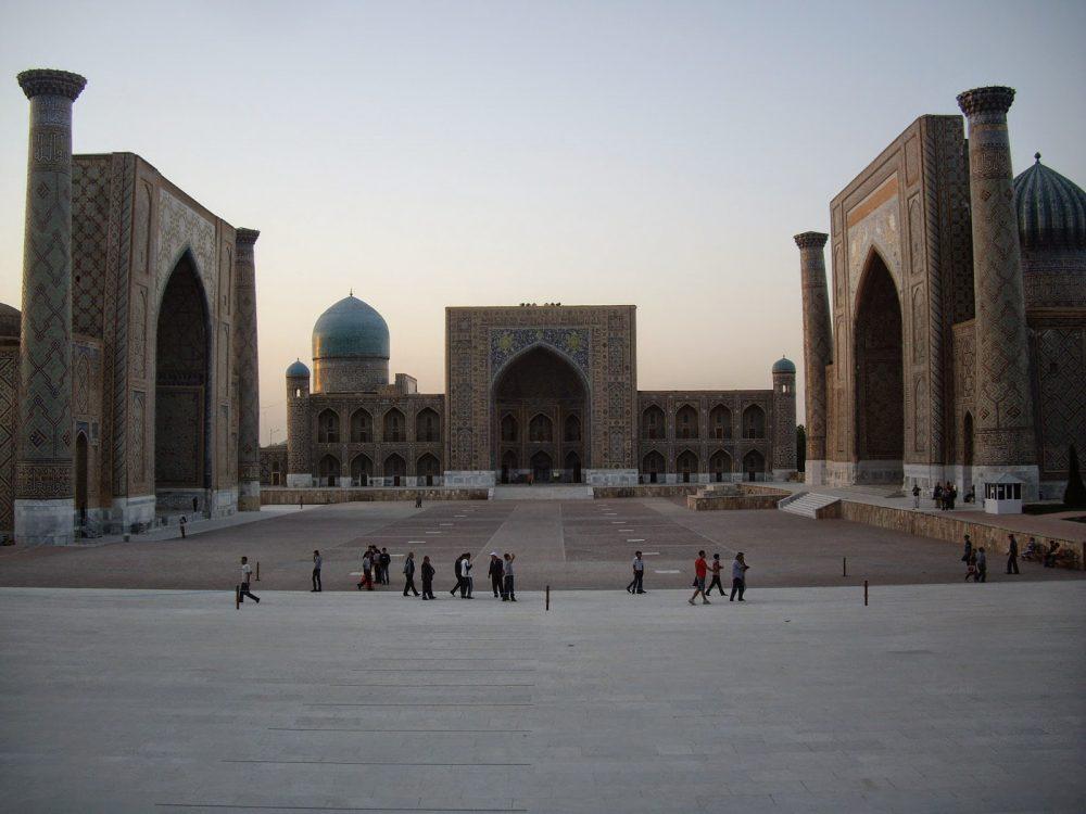 La plaza de las tres madrazas en Samarkanda