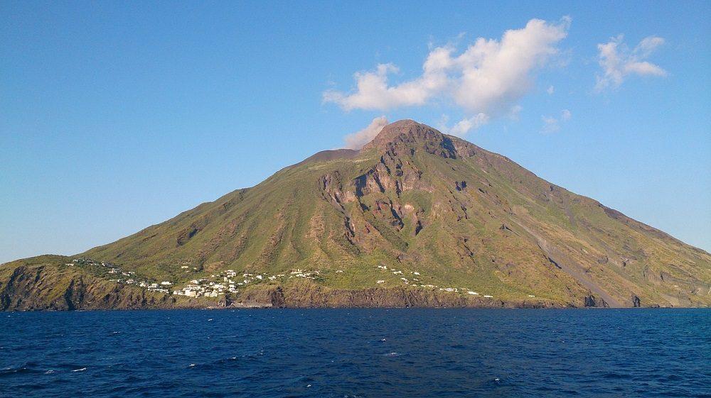 Volcán Estrómboli, en Sicilia, Italia