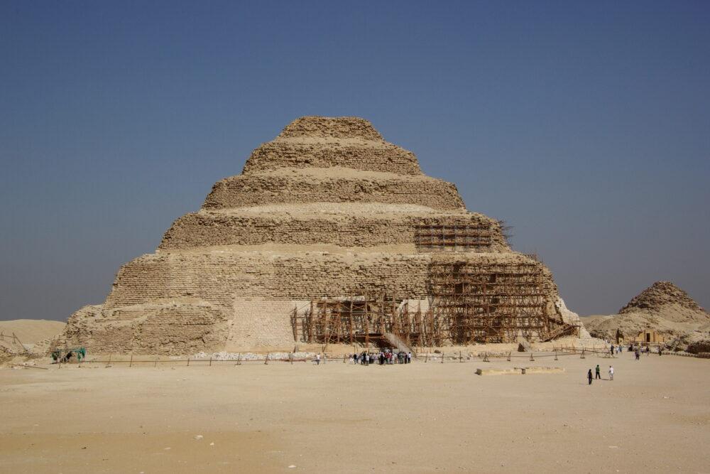 Pirámide escalonada de Djoser, en Sakkara, Egipto