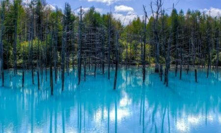 El lago azul de Hokkaido