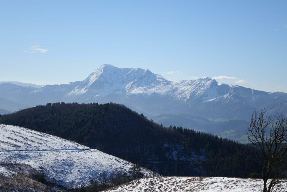 Rutas por los Montes Vascos entre leyendas y sendas
