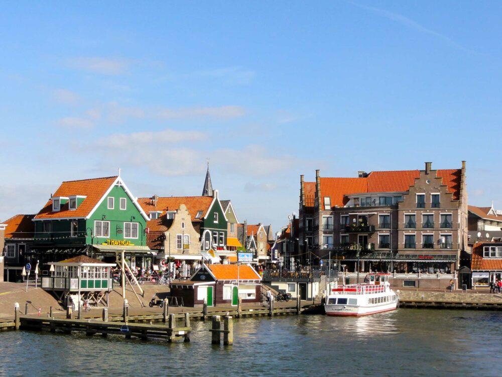 Volendam, uno de los pueblos costeros más bonitos de los Países Bajos
