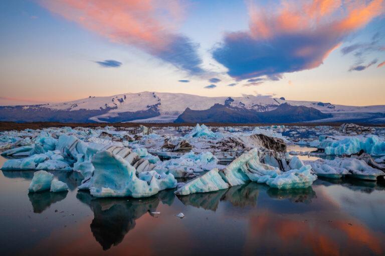 Glaciar de Jokulsárlón, cerca de uno de los pueblos costeros más bonitos de Islandia